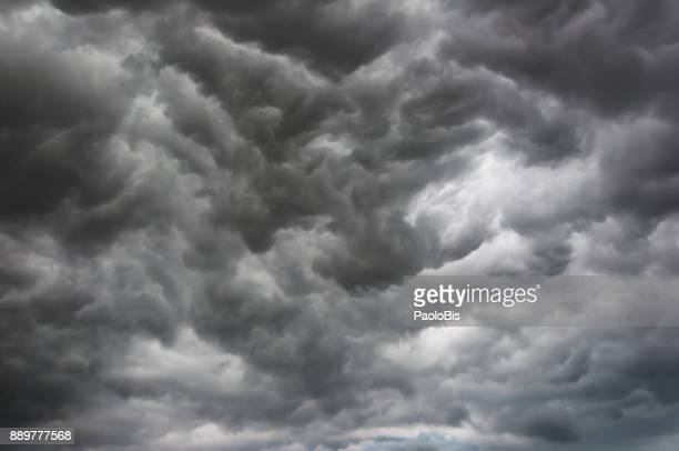cloud typologies - sky with very dramatic storm clouds, in summer time - nube temporalesca foto e immagini stock