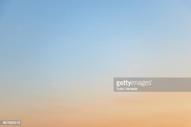 cloud typologies - twilight sky - heldere lucht stockfoto's en -beelden