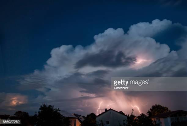 Wolke mit Donner Blitz