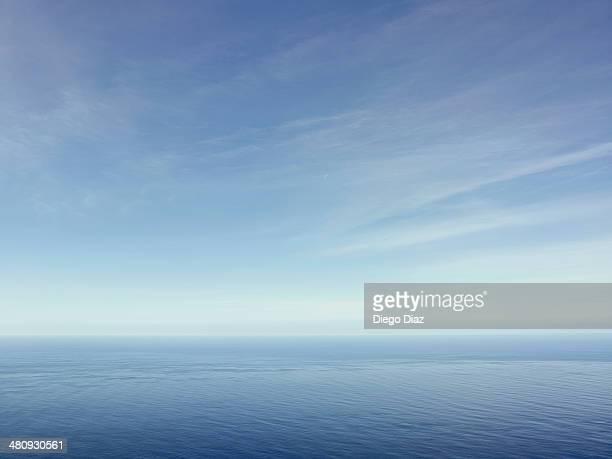 clouds above the sea - sky fotografías e imágenes de stock