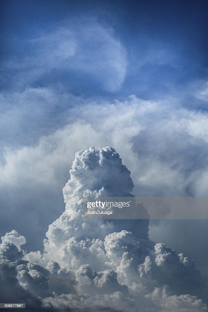 Nuages et ciel bleu : Photo