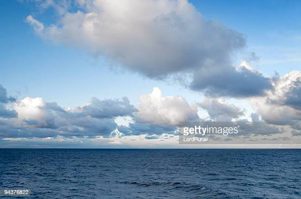 clouds at sea - horizon over water stock pictures, royalty-free photos & images