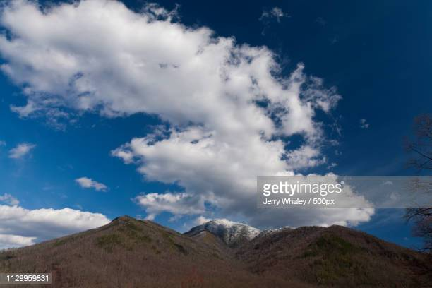 clouds & blue sky over mt leconte from newfound gap road - newfound gap stock photos and pictures