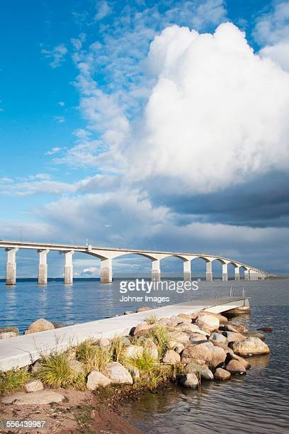 clouds over bridge - エーランド ストックフォトと画像