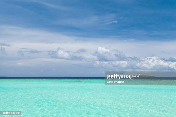 clouds over green ocean waters, maldives - image stockfoto's en -beelden