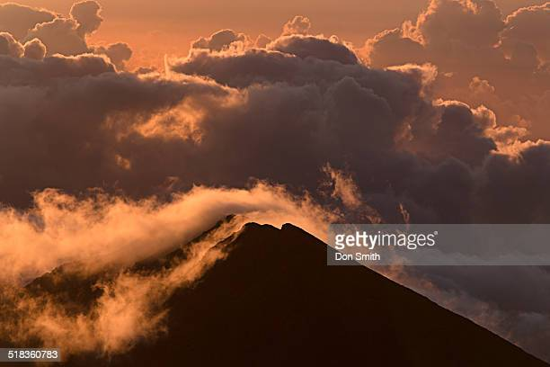 clouds over haleakala - don smith stock pictures, royalty-free photos & images