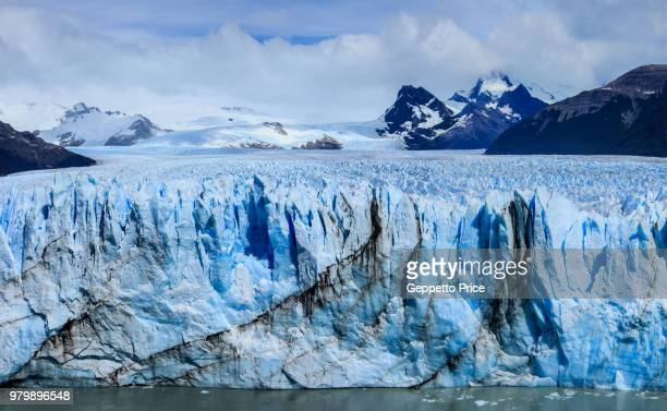 clouds over mountains and land in snow, patagonia, santa cruz, argentina - los glaciares national park stock pictures, royalty-free photos & images