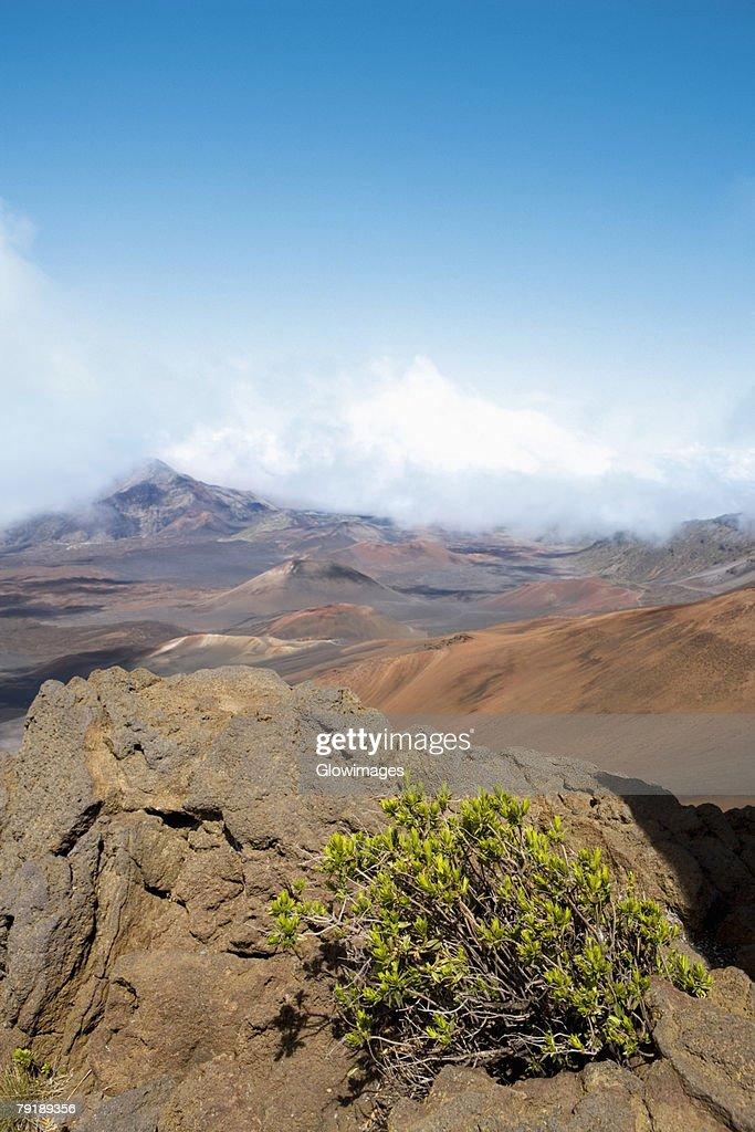 Clouds over mountains, Haleakala National Park, Maui, Hawaii Islands, USA : Foto de stock