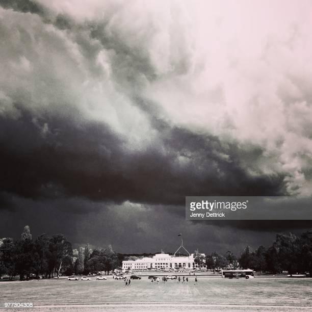 clouds over parliament house - オーストラリア国会議事堂 ストックフォトと画像
