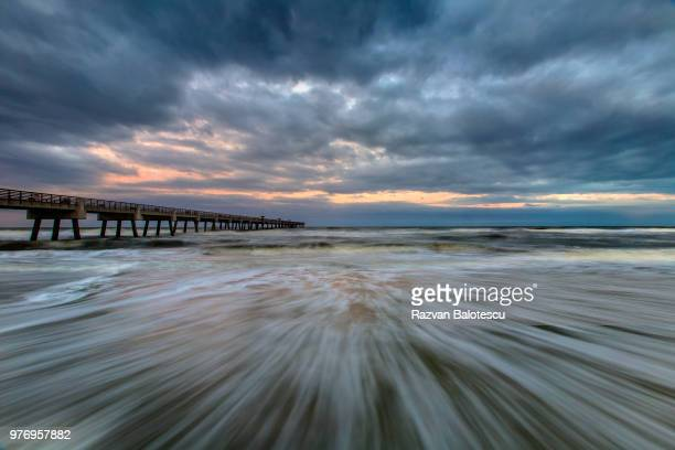 clouds over pier at sunset, jacksonville beach, jacksonville, florida, usa - jacksonville beach stock pictures, royalty-free photos & images