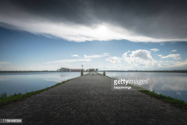 clouds over rice fields - ビエラ ストックフォトと画像