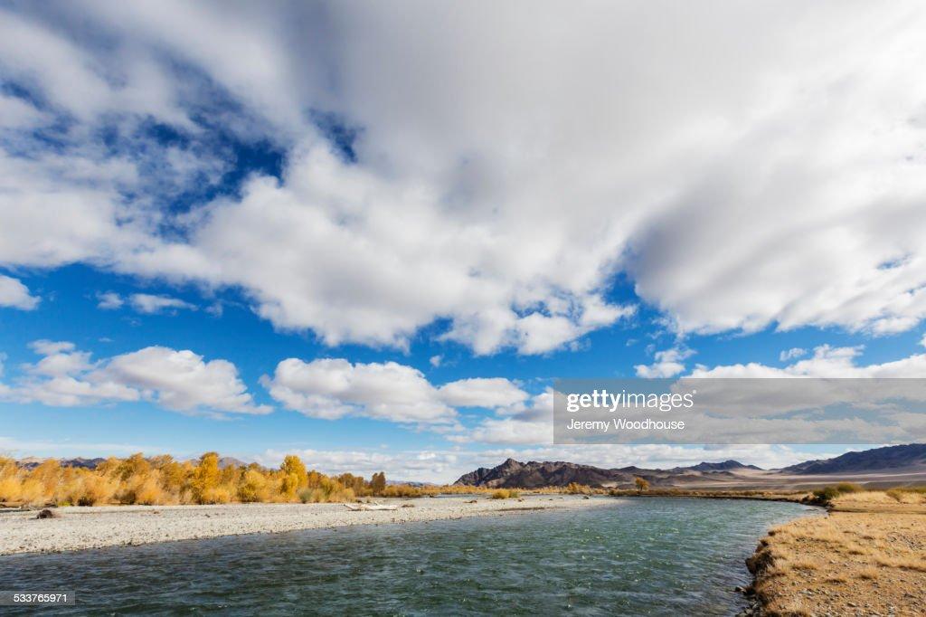 Clouds over river in remote landscape : Foto stock