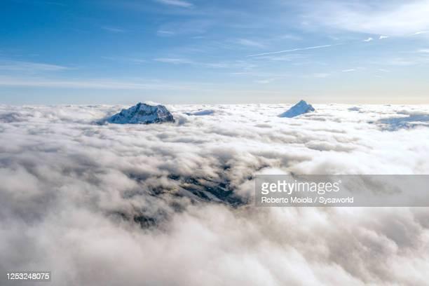 clouds over sorapis and antelao mountains, dolomites, italy - inquadratura da un aereo foto e immagini stock