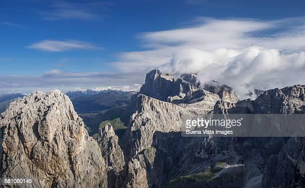 clouds over the dolomites - san martino di castrozza - fotografias e filmes do acervo