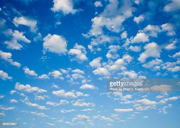 Clouds point toward the horizon
