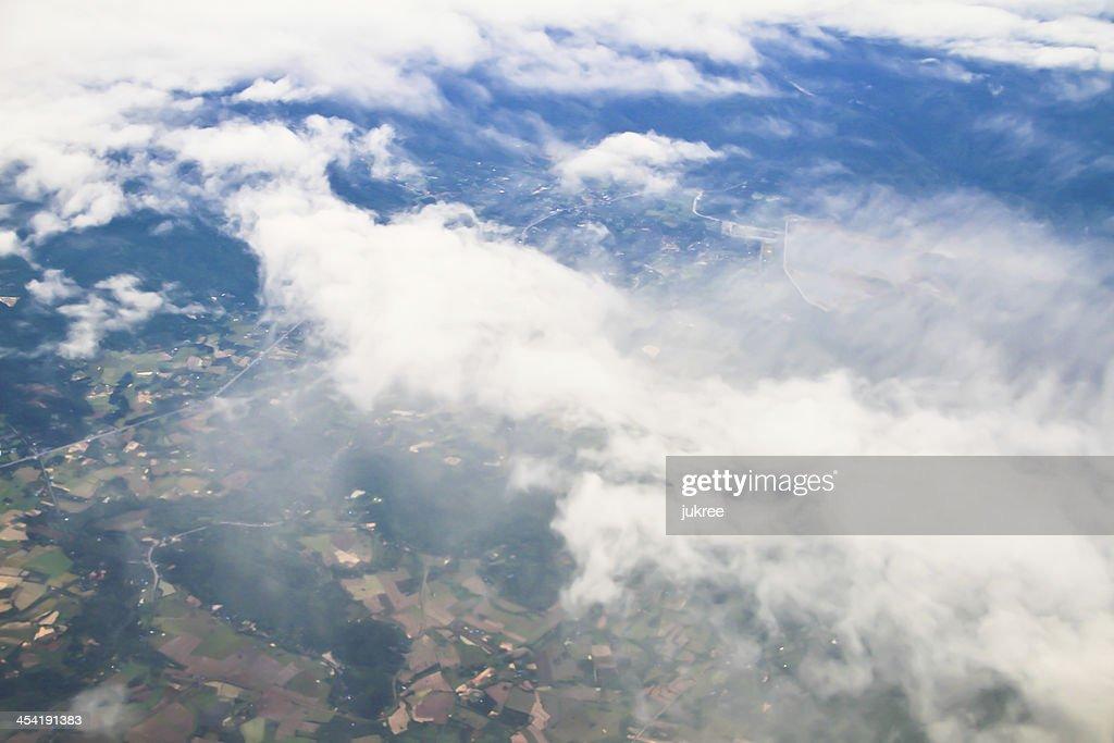 Clouds. Ver da janela de um avião a voar : Foto de stock