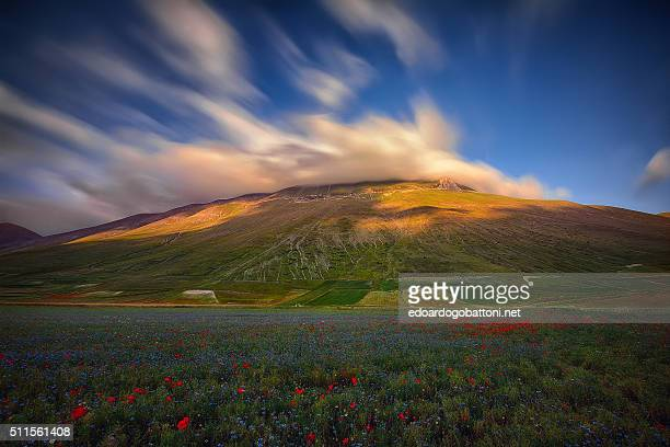 clouds's volcano - edoardogobattoni.net stock pictures, royalty-free photos & images