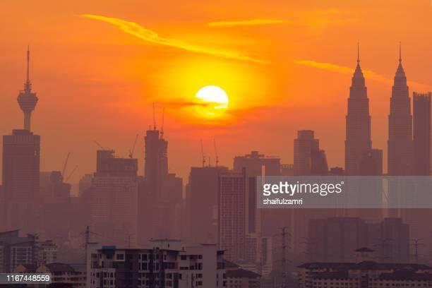 cloudy and haze sunset view over down town kuala lumpur, malaysia. - shaifulzamri imagens e fotografias de stock