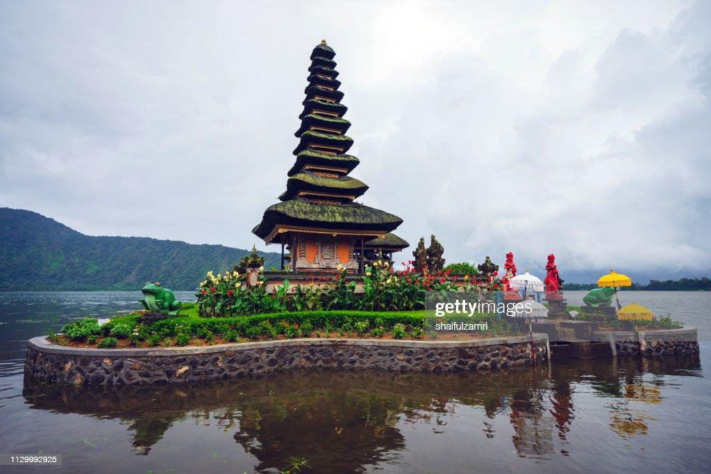 Cloudy but yet a beautiful view of Pura Ulun Danu Bratan, a Hindu temple on Bratan lake, Bali, Indonesia. : Stock Photo