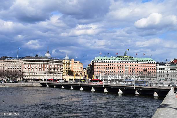 cloudy day in stockholm, sweden - ストックホルム グランドホテル ストックフォトと画像