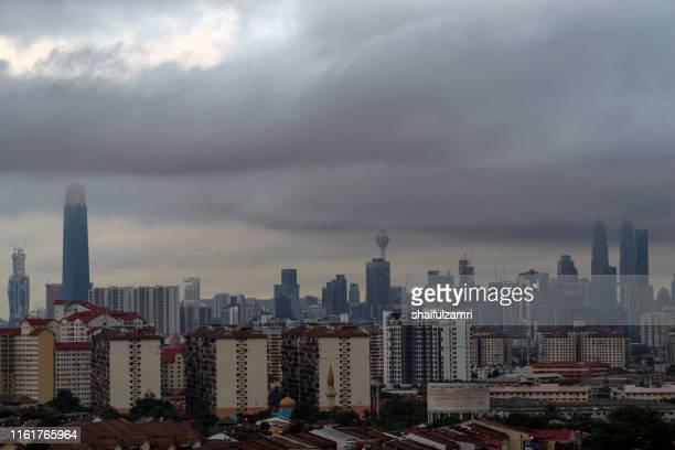 cloudy day over downtown kuala lumpur, malaysia. - shaifulzamri photos et images de collection