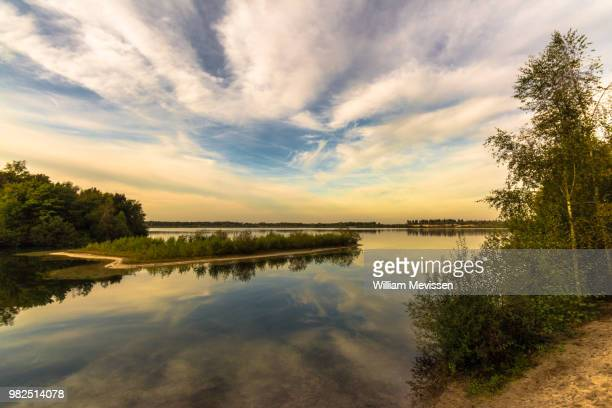 cloudy lake - william mevissen fotografías e imágenes de stock