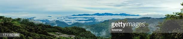 nublado mañana vista panorámica del monte kinabalu, borneo - isla de borneo fotografías e imágenes de stock