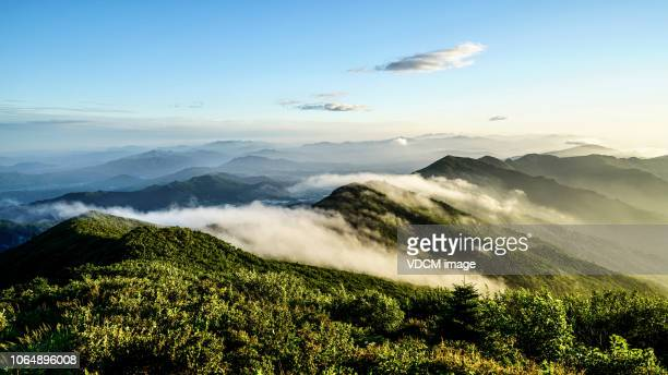 vd703 a cloudy morning peak - horizontal stock pictures, royalty-free photos & images