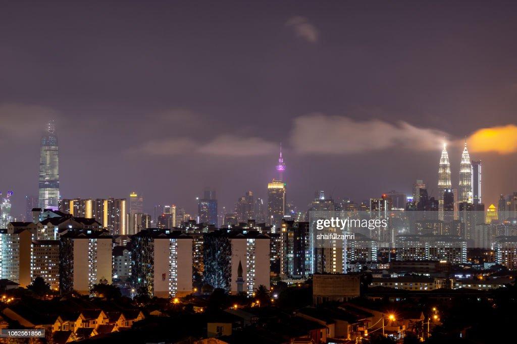 Cloudy night landscape over downtown Kuala Lumpur, Malaysia. : Stock-Foto