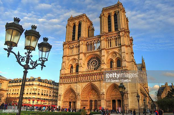 cloudy sky above notre dame cathedral - notre dame de paris photos et images de collection