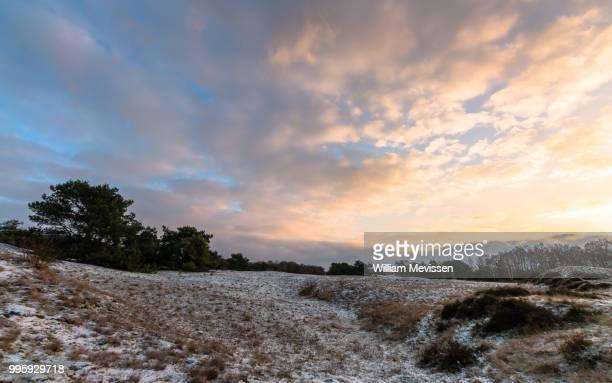 cloudy sunrise - william mevissen imagens e fotografias de stock