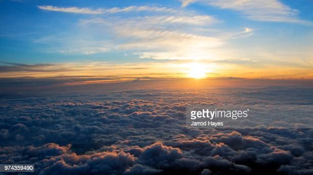 cloudy view from the mount fuji, japan - horizon over land stock pictures, royalty-free photos & images