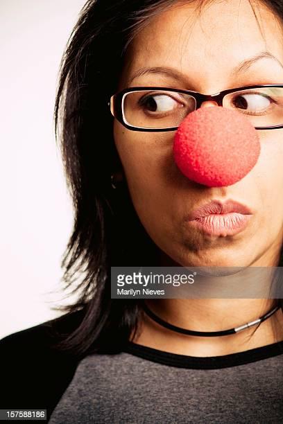 haz el payaso - nariz de payaso fotografías e imágenes de stock