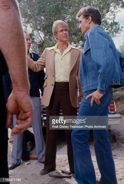Clu Gulager, Robert Stack appearing in the ABC tv series 'Most Wanted' episode 'The Two Dollar Kidnapper'.