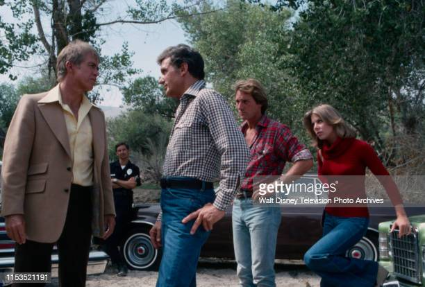 Clu Gulager, Robert Stack, Shelly Novack, Jo Ann Harris appearing in the ABC tv series 'Most Wanted' episode 'The Two Dollar Kidnapper'.