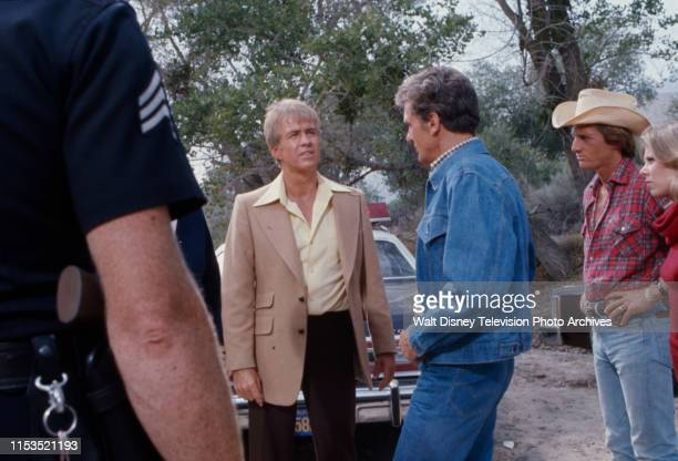 Clu Gulager Robert Stack Shelly Novack Jo Ann Harris appearing in the ABC tv series 'Most Wanted' episode 'The Two Dollar Kidnapper'