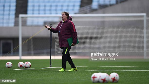 Club America coach Ricardo La Volpe during a training session at Nagai Stadium on December 10 2016 in Osaka Japan