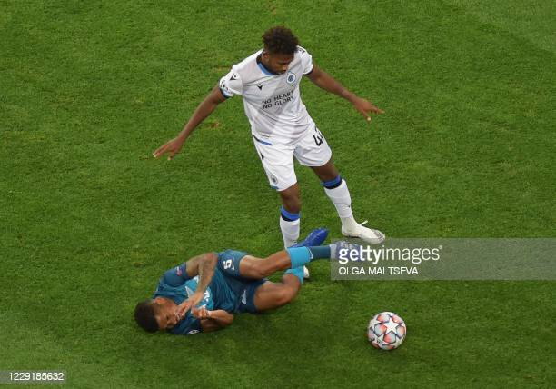 Club Brugge's Nigerian forward Dennis Emmanuel Bonaventure vies for a ball with Zenit St Petersburg's Colombian midfielder Wilmar Barrios during the...