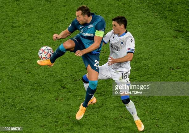 Club Brugge's Uruguayan defender Federico Ricca vies with Zenit St Petersburg's Russian forward Artem Dzyuba during the UEFA Champions League Group F...