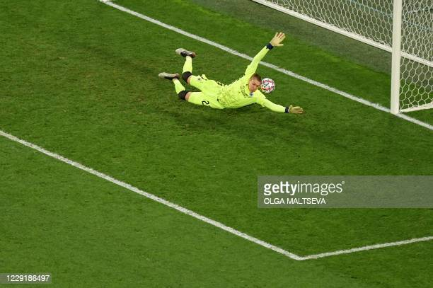 TOPSHOT Club Brugge's US goalkeeper Ethan Horvath fails to stop a goal during the UEFA Champions League Group F football match between Zenit St...
