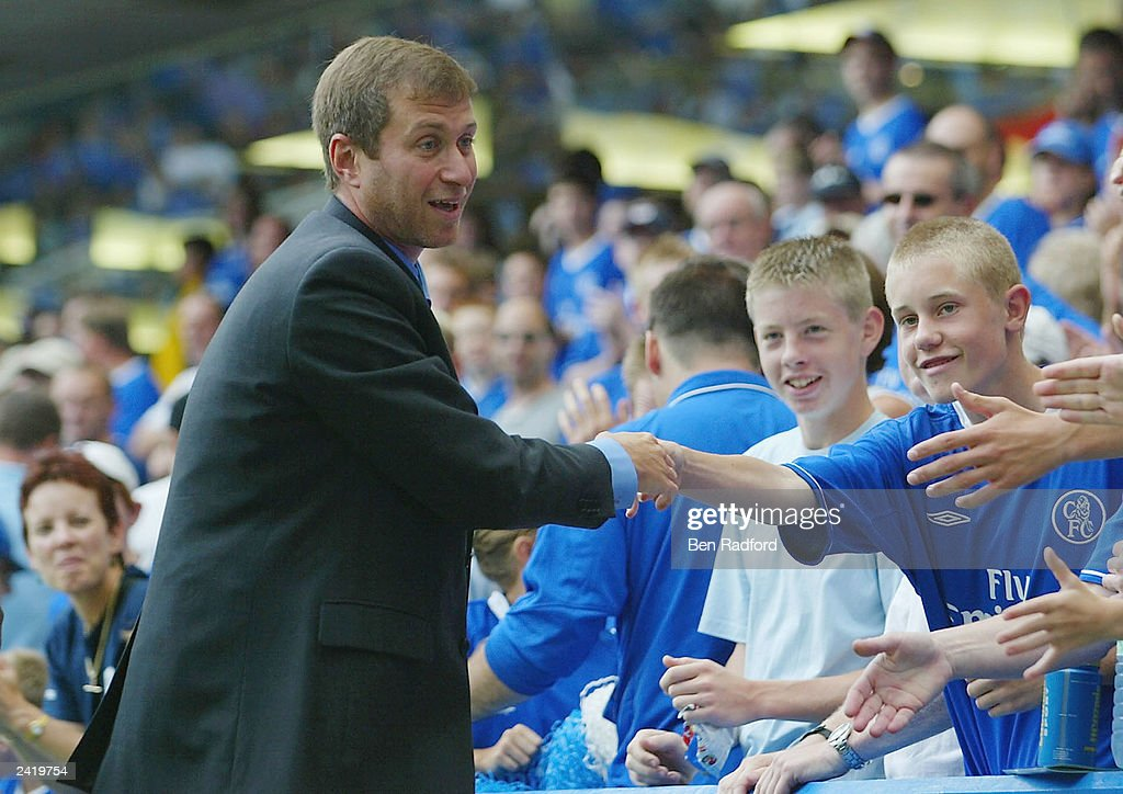 Club owner Roman Abramovich of Chelsea meets the fans : News Photo