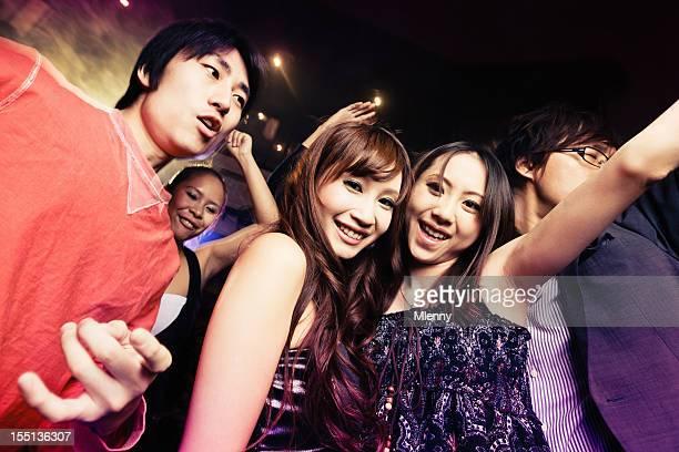 クラブパーティの若い女の子と男の子東京のお出かけ - 芸能イベント ストックフォトと画像