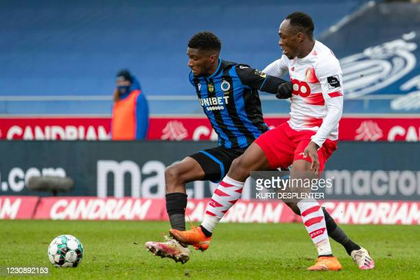 Club's Clinton Mata and Standard's Jackson Muleka Kyanvubu fight for the ball during a soccer match between Club Brugge and Standard de Liege, Sunday...