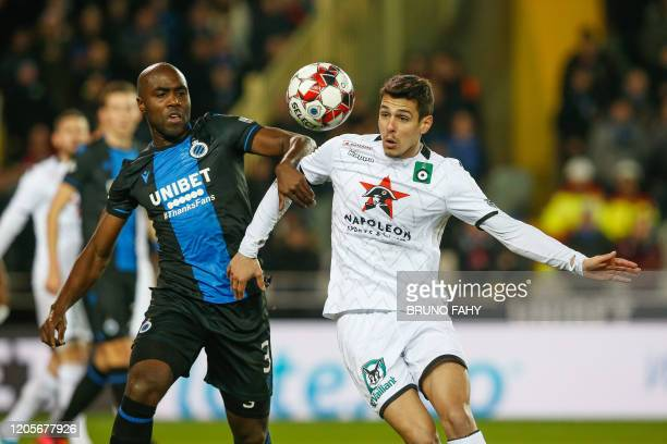Club's Eder Balanta and Cercle's Kevin Hoggas fight for the ball during a soccer match between Club Brugge KV and Cercle Brugge KSV Saturday 07 March...