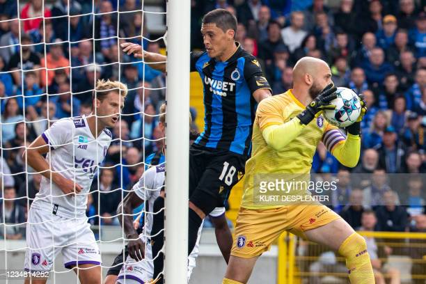 Club's Federico Ricca and Beerschot's goalkeeper Mike Vanhamel fight for the ball during a soccer match between Club Brugge KV and Beerschot VA,...