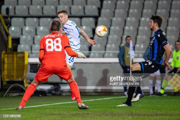 Club's goalkeeper Simon Mignolet and Kyiv's Viktor Tsyhankov fight for the ball during a game between Belgian soccer team Club Brugge KV and...