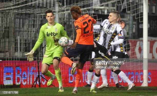 Club's Youssouph Badji and Charleroi's Ognjen Vranjes fight for the ball during a postponed soccer match between Sporting Charleroi and Club Brugge...