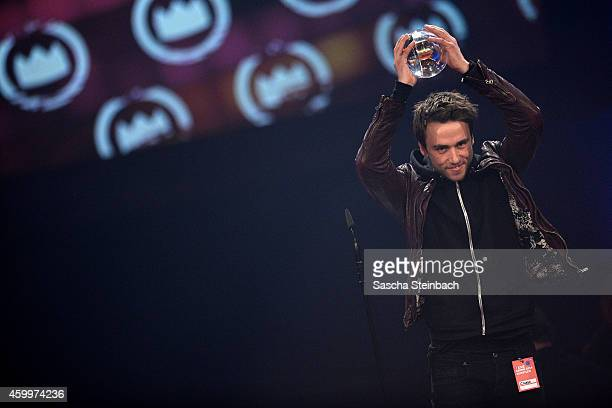Clueso celebrates winning the 1Live Krone award during the 1Live Krone 2014 at Jahrhunderthalle on December 4 2014 in Bochum Germany