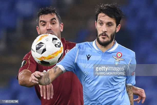 Cluj's Argentinian midfielder Emmanuel Culio and Lazio's Spanish midfielder Luis Alberto go for the ball during the UEFA Europa League Group E...