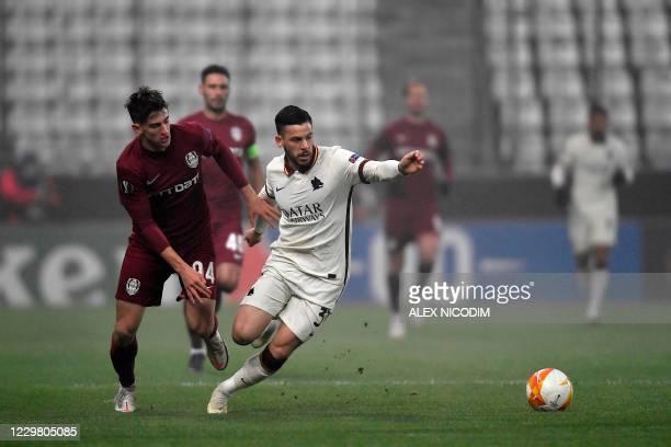 Cluj's Romanian midfielder Catalin Mihai Itu and Roma's Italian defender Leonardo Spinazzola vie for the ball during the UEFA Europa League group A...